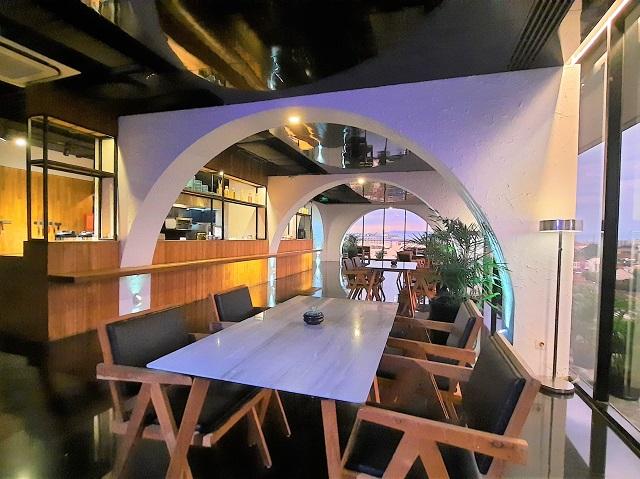 ambience-indoor-seating-vanilla-sky-lounge